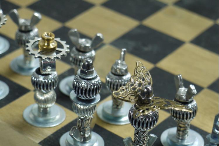Pieces d'échecs en laiton pour décorer son salon